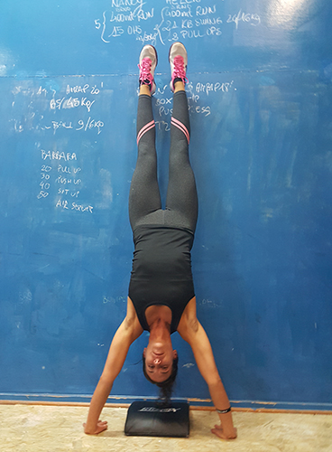 Andreini_hand stand push up 4