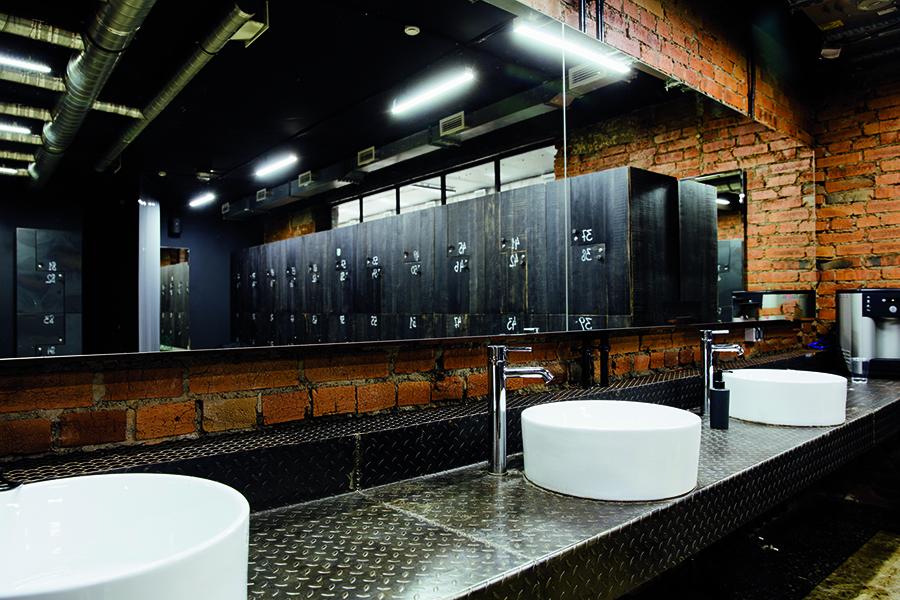 La stanza da bagno in palestra