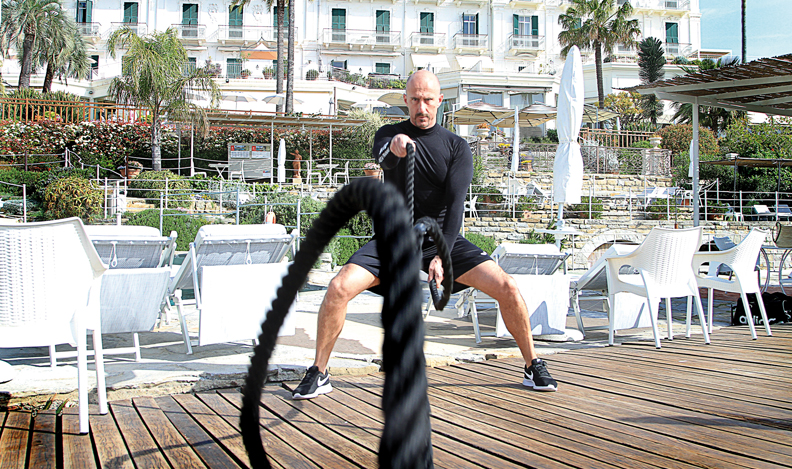 Davide Nevrkla: Il personal trainer che rimette in forma emozionando